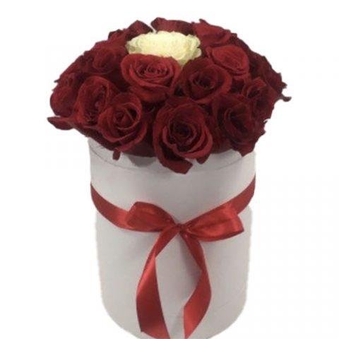 "Коробочка 21 роза ""Неповторимая"""
