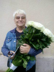 высокие белые розы в Житомире фото
