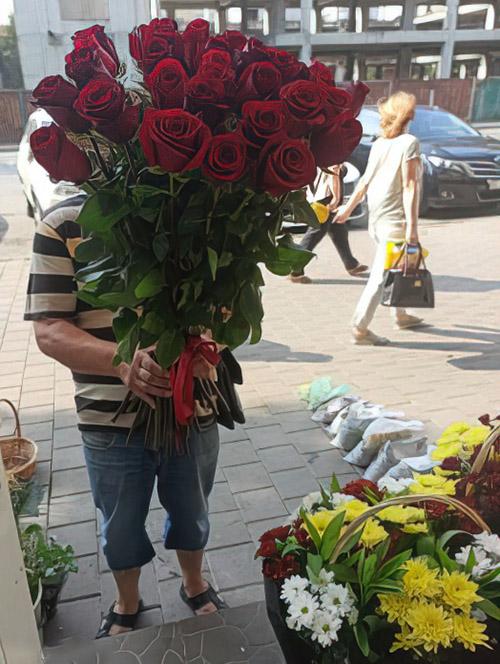 33 красные розы на день рождения в Житомире фото