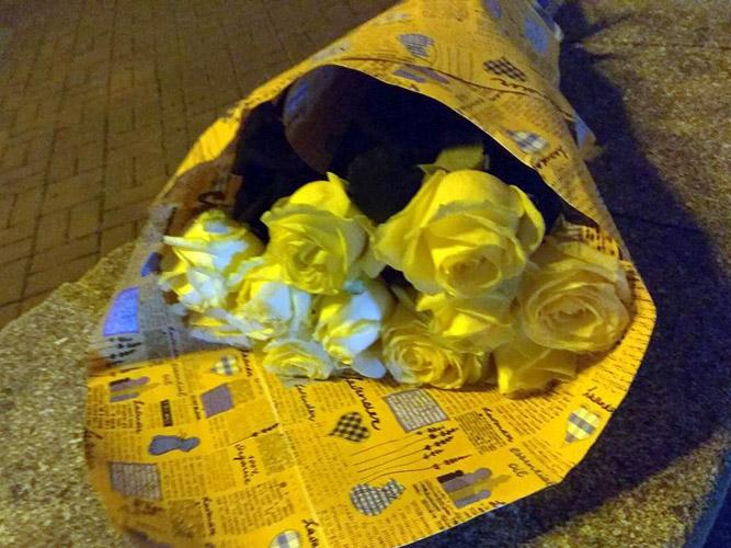 букет белых роз в Житомире фото