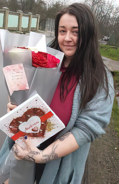 21 красная роза и конфеты фото