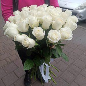 большой букет импортных белых роз