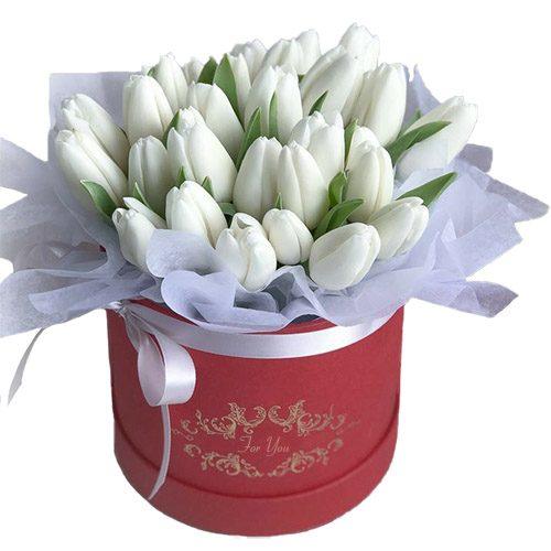 Фото товара 31 белый тюльпан в коробке в Житомире
