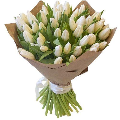 Фото товара 35 белых тюльпанов в крафт в Житомире