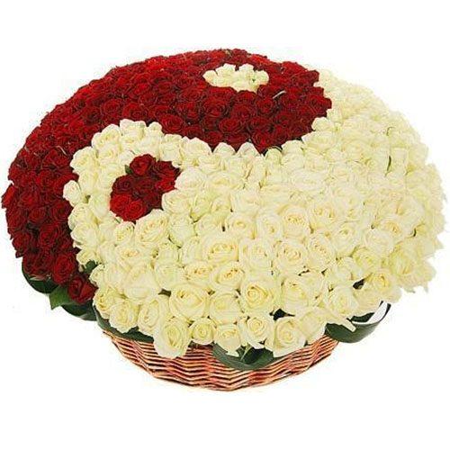 """Фото товара 101 роза """"Инь-Янь"""" в корзине в Житомире"""
