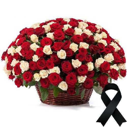 Фото товара 100 красно-белых роз в корзине в Житомире