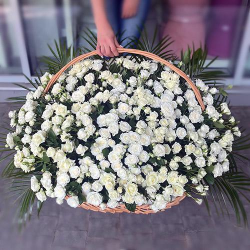 Фото товара 200 кустовых роз в корзине в Житомире