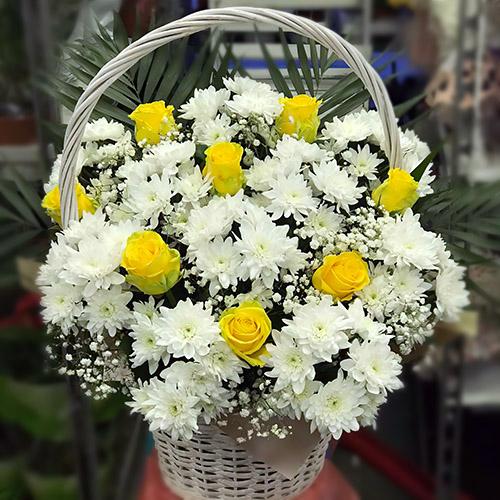"""Фото товара Корзина """"Белые хризантемы, жёлтые розы"""" в Житомире"""